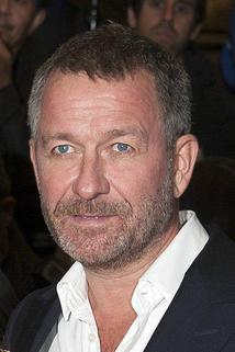 Sean Pertwee photo