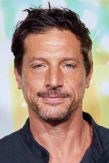 Simon Rex photo