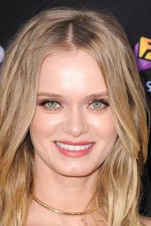 Sara Paxton photo