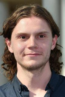 Evan Peters photo