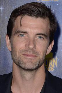 Lucas Bryant photo