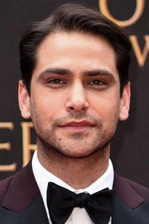 Luke Pasqualino photo